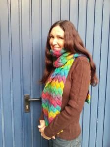 """April met entrelac-sjaal  (Zie """"Cadeautjes van de juf"""" voor een patroon)"""