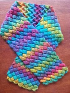 """entrelac-sjaal (Zie """"Cadeautjes van de juf"""" voor een patroon)"""