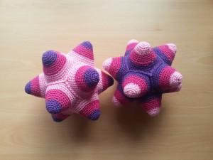 Babyballen tweeling roze-paars samen voor €31,95